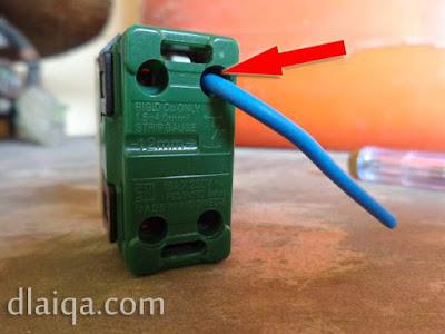 memasang kabel