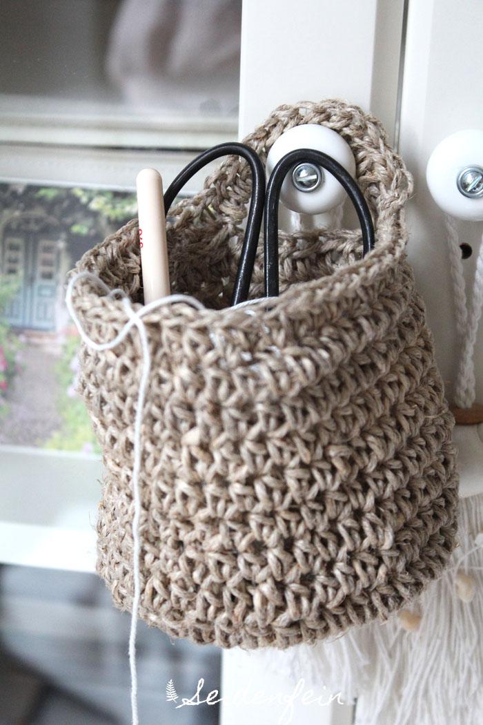seidenfeins blog vom sch nen landleben h kelk rbchen aus paketschnur crochet a little hanging. Black Bedroom Furniture Sets. Home Design Ideas