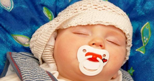 Έβαλε το γιο της για ύπνο με ένα κρεμμύδι μεσα στο αυτι του - Ο λόγος με έχει ξαφνιάσει