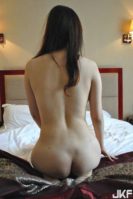 Foto Cewek Cantik Putih Mulus Bugil Pamer Toge dan Memek Merah