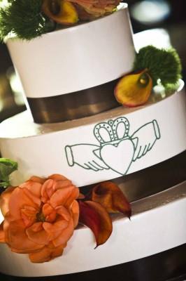 unique celtic wedding rings irish themed wedding cakes. Black Bedroom Furniture Sets. Home Design Ideas