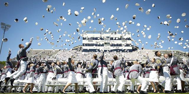 迎戰11種職場問題,推薦給畢業生的單兵必備數位工具 graduation-802899_1280