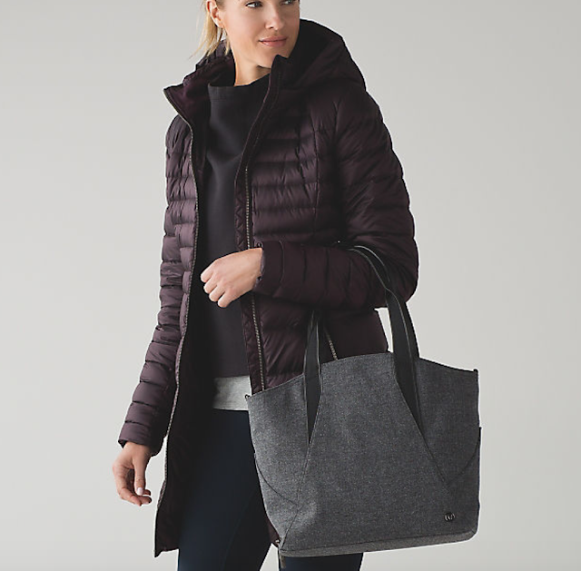 https://api.shopstyle.com/action/apiVisitRetailer?url=https%3A%2F%2Fshop.lululemon.com%2Fp%2Fbags%2FAll-Day-Tote-Mini%2F_%2Fprod8351717%3Frcnt%3D16%26N%3D8bd%26cnt%3D18%26color%3DLW9AG6S_015187&site=www.shopstyle.ca&pid=uid6784-25288972-7