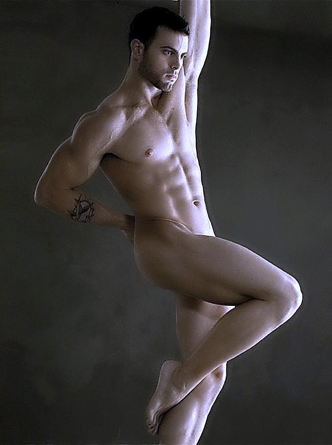 Фото совсем голых актеров и спортсменов мужчин