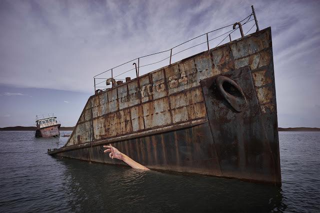 UN viejo barco encallado