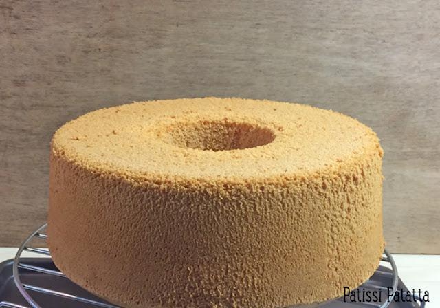 chiffon cake vanille tonka et chocolat, recette de chiffon cake, chiffon cake recipe, noix de pécan caramélisées, ganache chocolat et caramel, gâteau chiffon cake, recette de chiffon cake en français, vanilla and chocolate chiffon cake, patissi-patatta