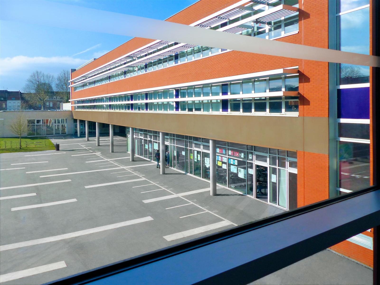 La cour du Collège Marie Curie de Tourcoing