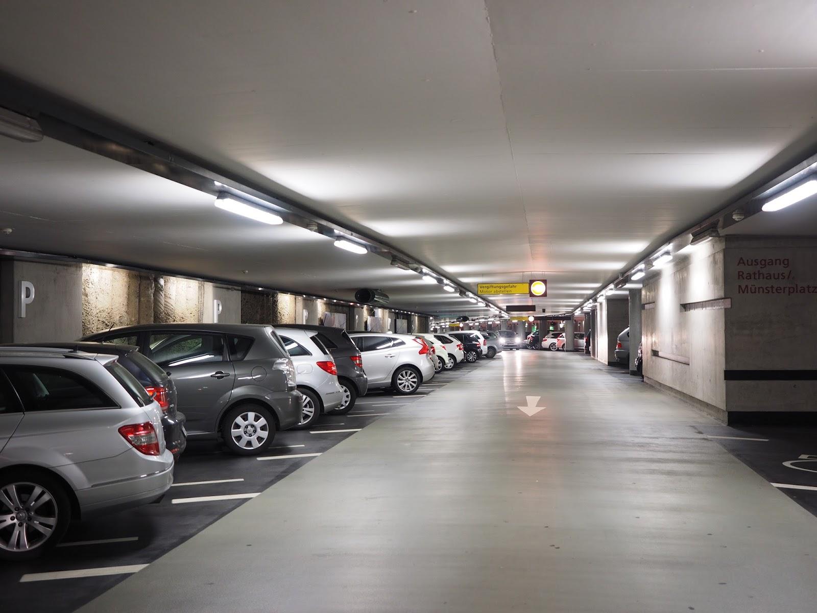 Tầng hầm để xe thông thoáng, rộng rãi