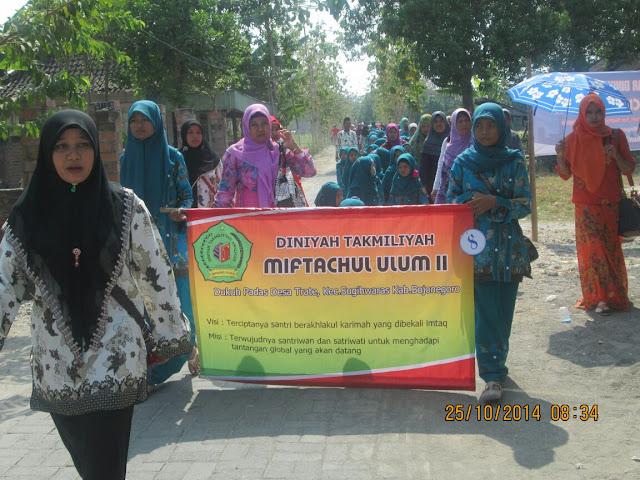 Pawai Ta'aruf Madrasah Diniah Miftahul Ulum II  Padas 2014