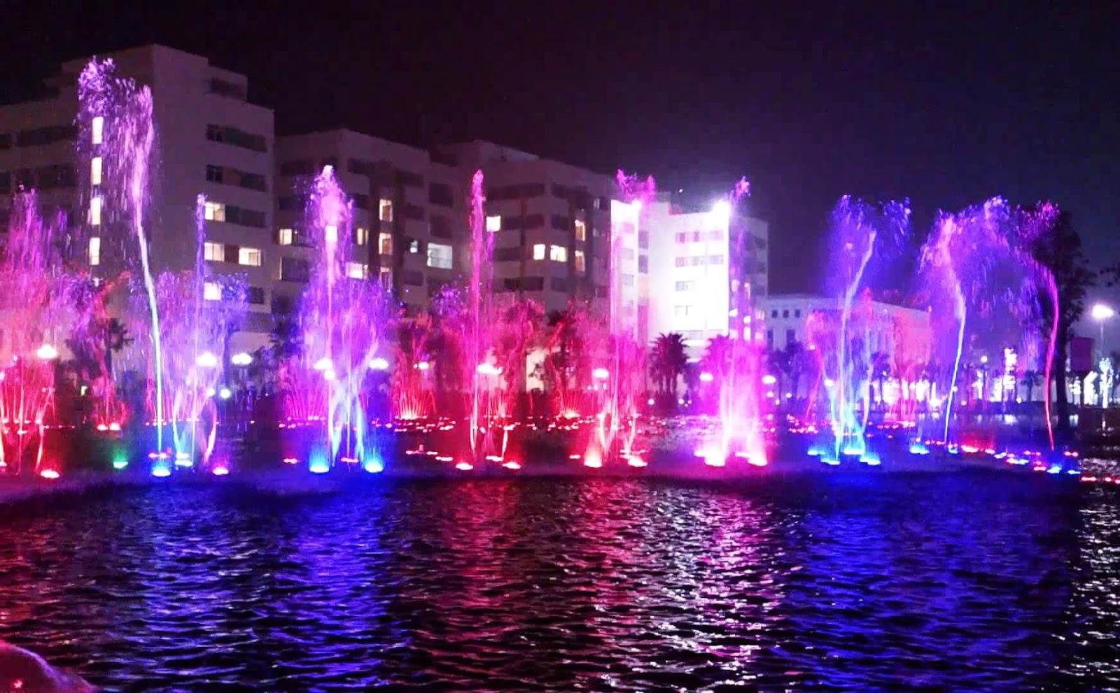 Ngắm nhìn nhạc nước tại khu Times City Minh Khai