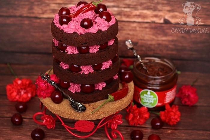 Wegańskie czekoladowe ciasto z kremem wiśniowym i dżemem kokosowym z chilli (bez glutenu, cukru, laktozy, wegański)