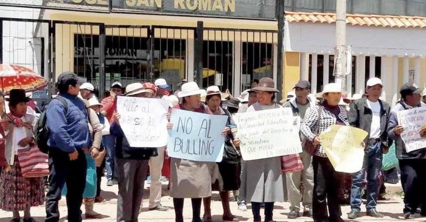 Padres de familia toman local de UGEL San Román pidiendo el cambio de directores - Puno