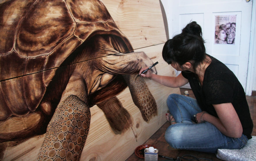 01-Tortuga-pen-ink-and-marker-00-Martina-Billi-Recycled-Wooden-Planks-Used-to-Draw-Animals-www-designstack-co