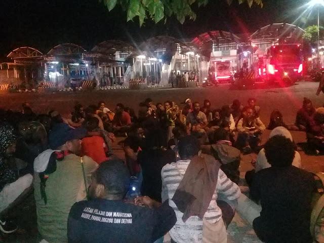 Mohon Advokasi: Diterminal Bungurasih, Massa Hendak Pulang Masih Diikuti
