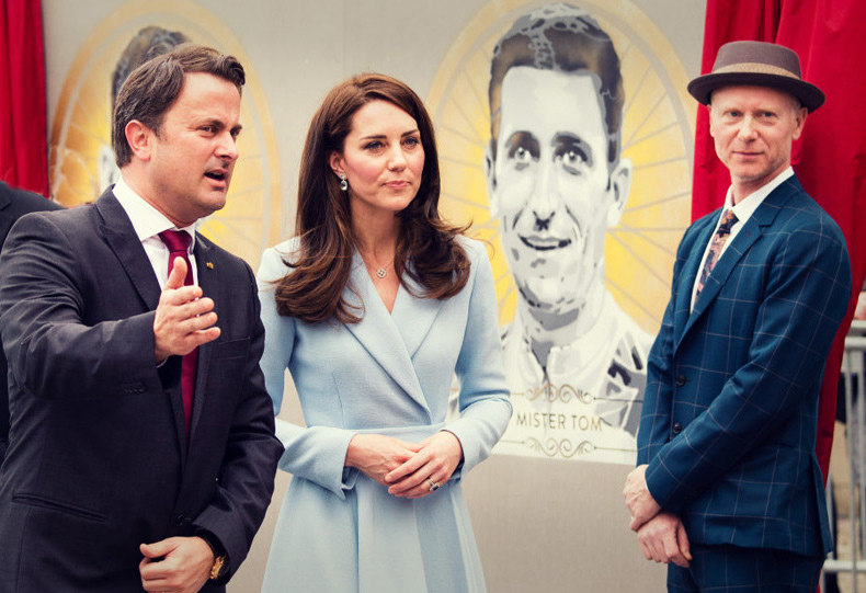 The Duchess of Cambridge unveils artworks by British artist James Straffon