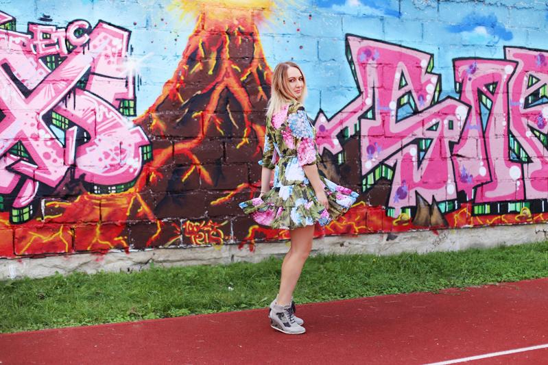 https://www.doganiammotyle.pl/2018/09/zwiewna-sukienka.html