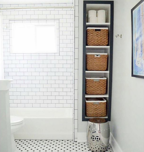 Organize with baskets in the bathroom