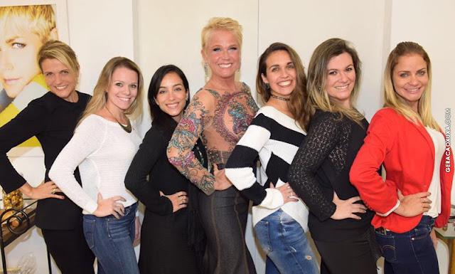 Xuxa reencontra ex-assistentes de palco