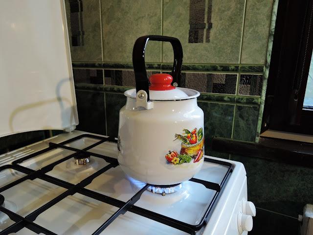 чайник на плите