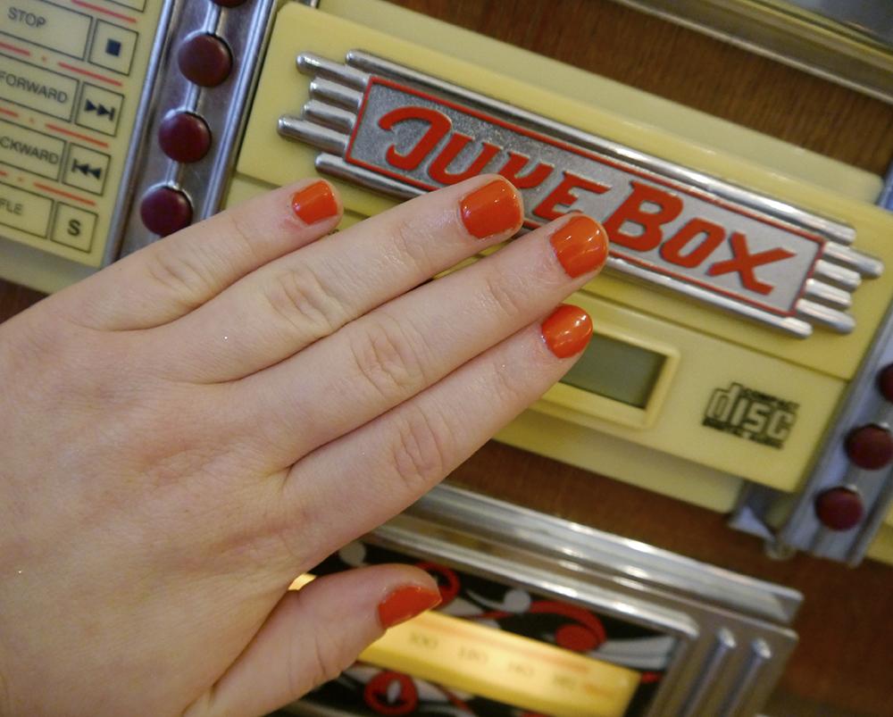 Scottish bloggers, Edinburgh bloggers, Dundee bloggers, vintage style Glasgow, Glasgow vintage, Scottish vintage salon, Glasgow vintage salon, vintage salon, vintage hair, retro hair, pin curls, victory rolls, PinUps vintage Glasgow, Wardrobe Conversations, vintage makeover, vinatge nails, el nails, orane nails, juke box nails