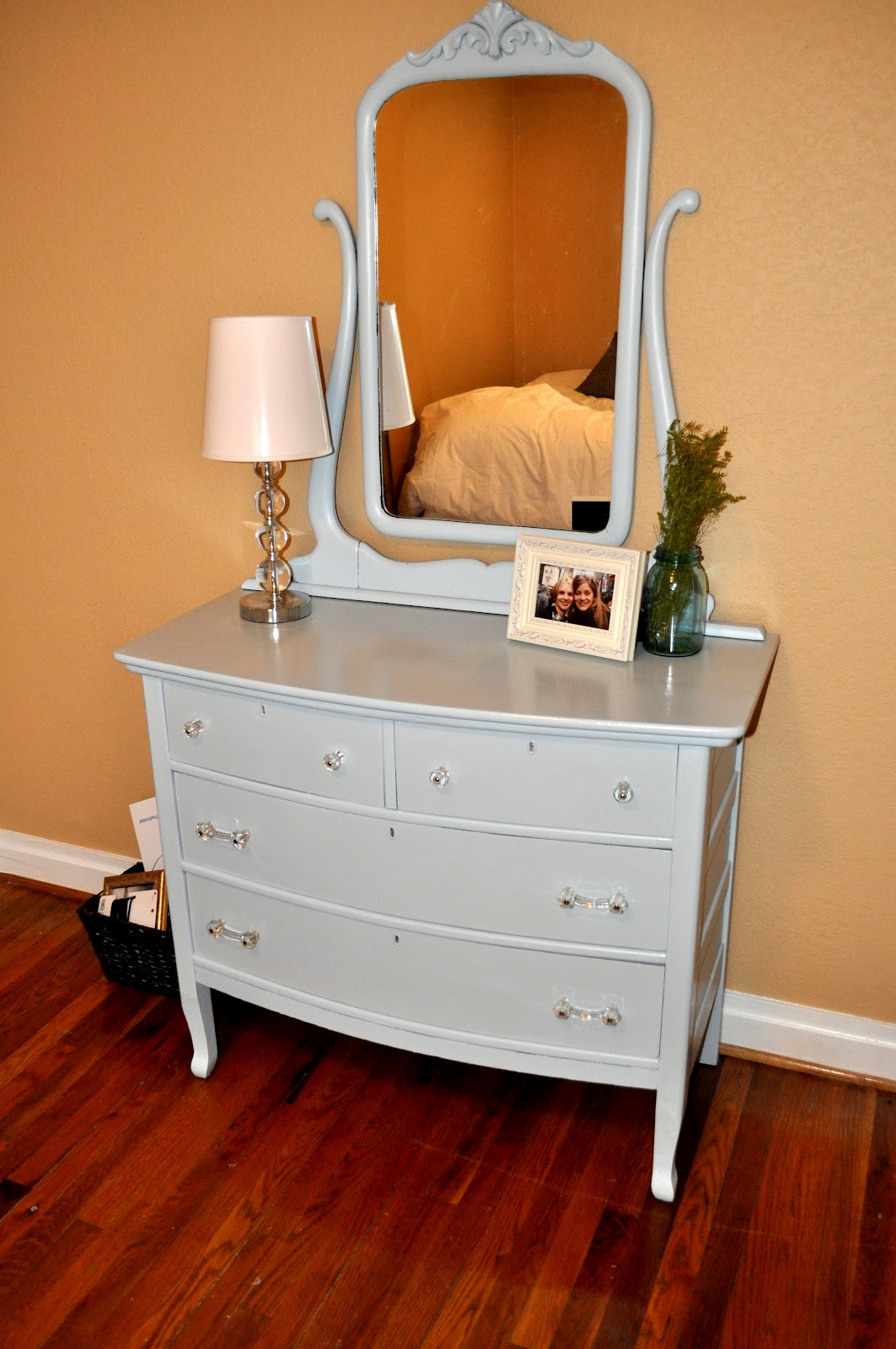 This Pretty Little Dresser Has Been The Focal Point Of Our Guest Bedroom For Nearly Two Years Now But Recently I Just Wasn T Feeling Look Felt It