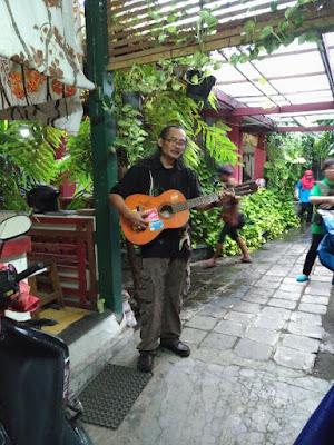 Batik Mahkota Kampung Batik Laweyan Solo