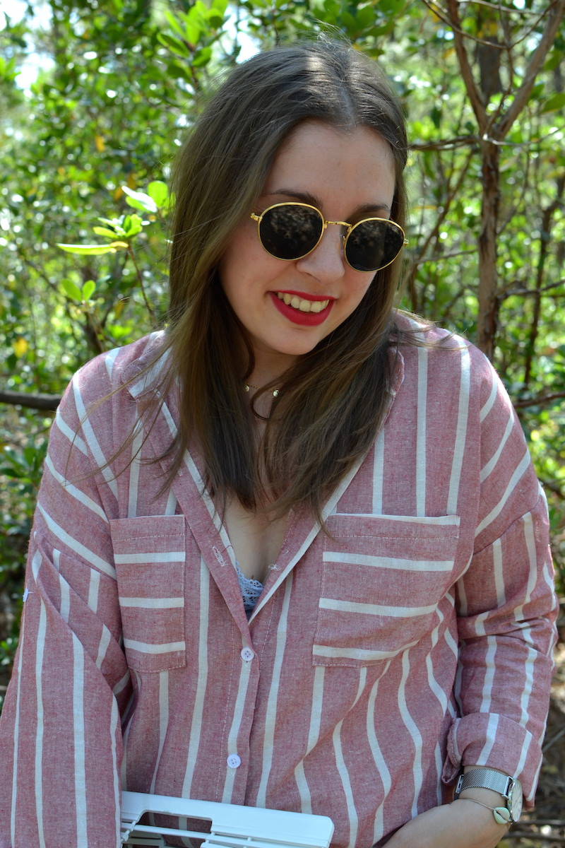 chemise rayé rose Shein, collier Louyetu, lunette ronde H&M