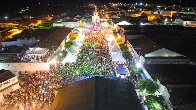 Multidão na Festa de Janeiro em Iguaracy