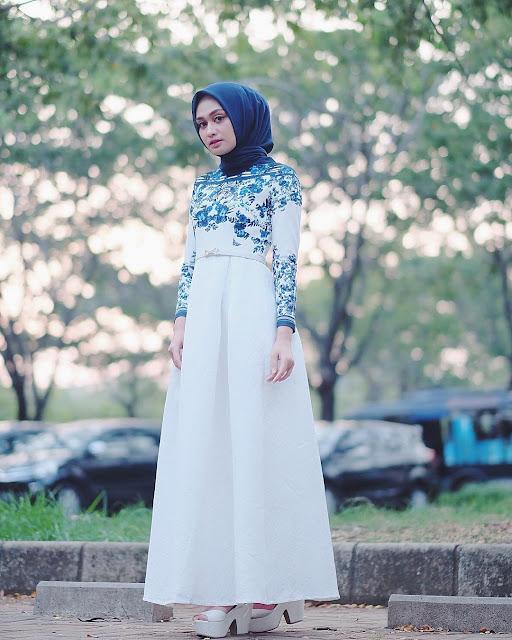 Model Gaya Casual Hijab Cewek Motif Atasan Bunga kekinian