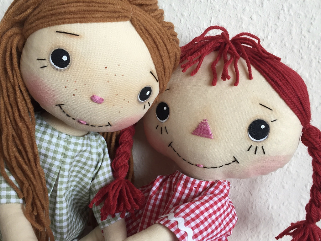 by hook by hand the many faces of raggedy ann