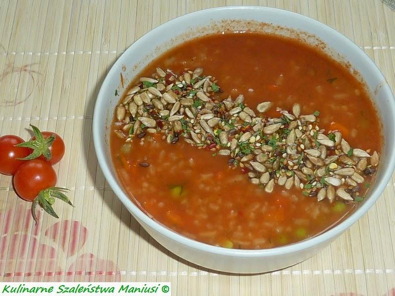 Pikantna zupa pomidorowa z ryżem i ziarenkami