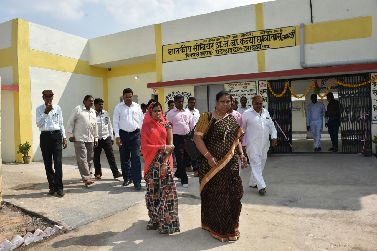 जामली मे विधायक विधायक सुश्री निर्मला भूरिया ने किया कन्या छात्रावास का लोकार्पण-MLA-inaugurated-st-girls-hostel-in-Jameli