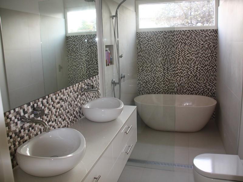 Banheiro pequeno com banheira!  Blog Casa Decorada  Ideias para decorar sua -> Banheiro Pequeno Com Banheira De Hidro