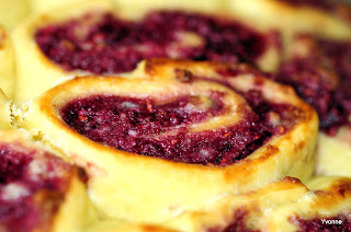 Frambozenbroodjes met amandel