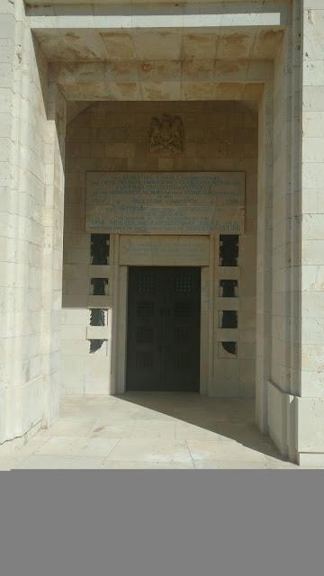 מבנה בבית העלמין הצבאי הבריטי