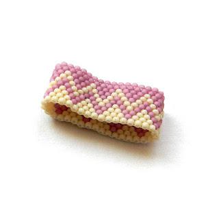 Кольцо из бисера - необычный подарок ручной работы