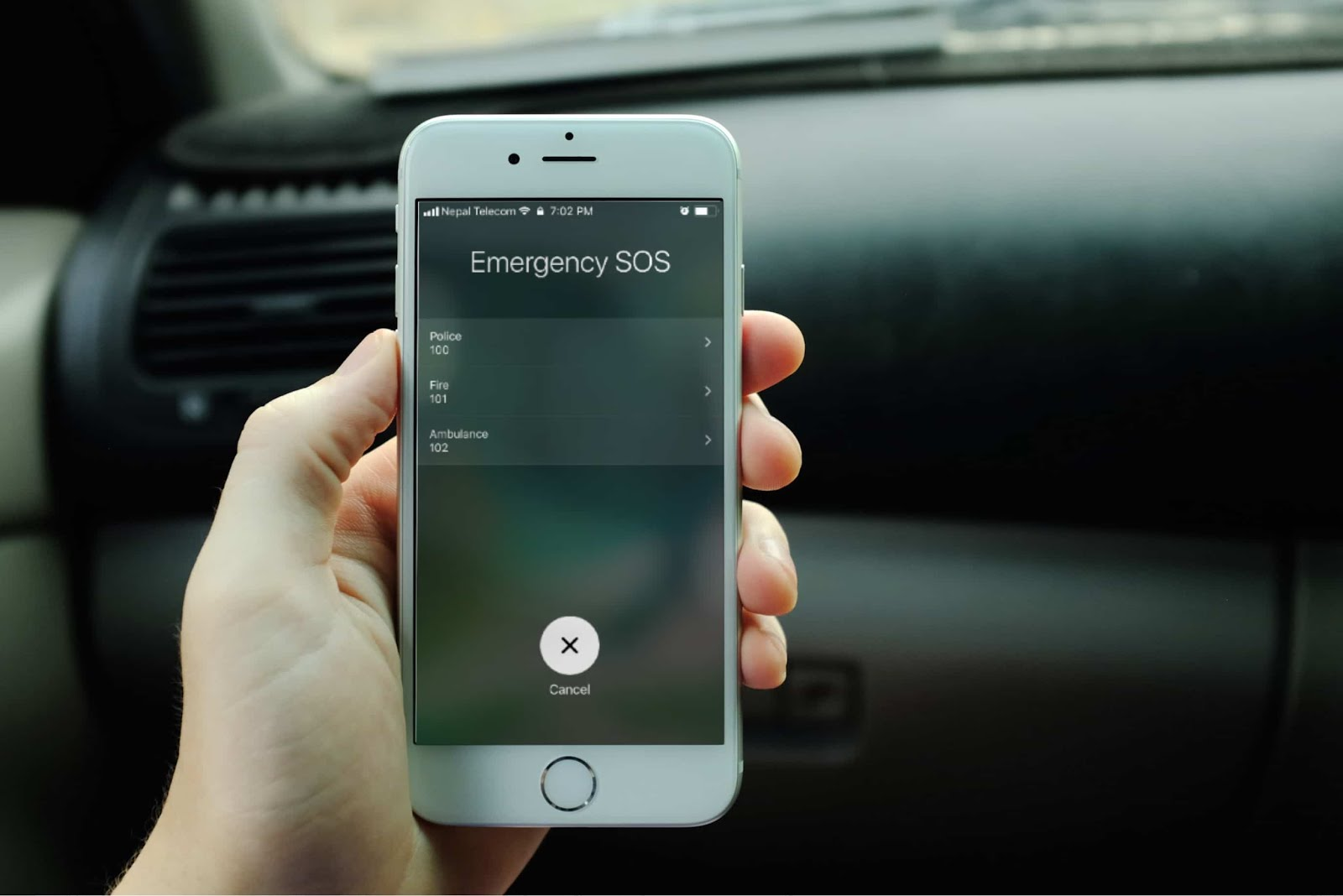 Here's a simple guide on how to quickly call emergency SOS number on iOS 11.This feature allows you to make an emergency SOS call to the police, fire...