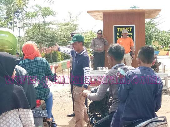 Khamami Jadi Tukang Parkir Hingga Layani Pngunjung Wisata Kehati