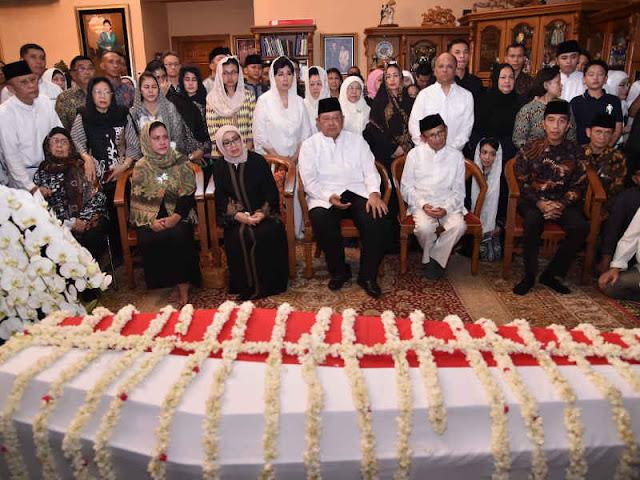 Joko Widodo dan Iriana Melayat Jenazah Kristiani Herrawati Yudhoyono