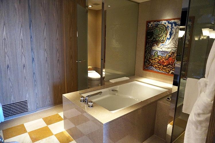 Park Hyatt Tokyo suite bath, Euriental