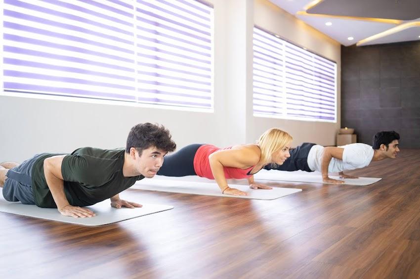 Yoga libera a estudiantes de estrés académico.