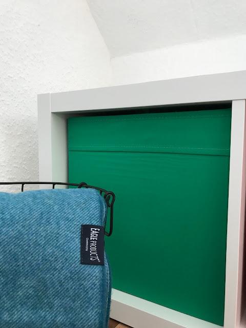 Ein Zimmer für ein Schulkind - Stauraum und Kuscheldecke