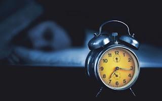 Jangan begadang, tidurlah lebih awal supaya badan mendapatkan energi yang cukup