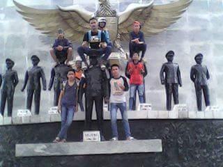 Masih Ingatkah Kalian Tentang Beberapa Orang Remaja Yang Duduki Kepala Patung Pahlawan Revolusi ? Kini Mereka Di Tangkap TNI - Naon wAE News