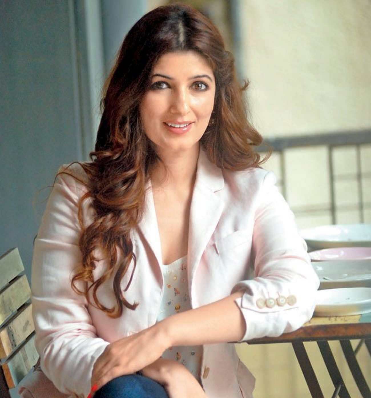 Beautiful Twinkle Khanna Hd Wallpaper - All 4U Stars Wallpaper-8506