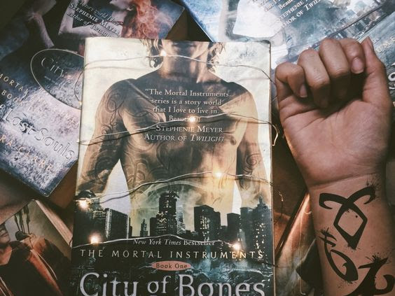 | Review | A Cidade dos Ossos de Cassandra Clare