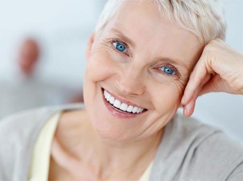 Trồng răng implant có đau và uy hiểm không ?