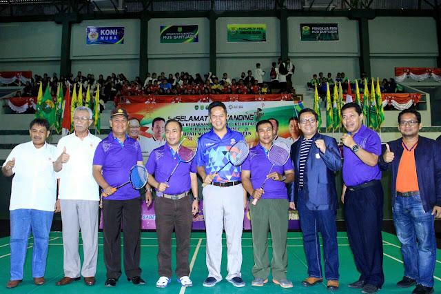 310 Pebulutangkis Rebut Piala Bupati