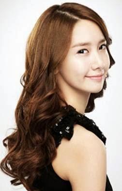 model+rambut+keriting+gantung+wanita+korea