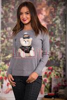Pulover gri din tricot cu aplicatie plusata